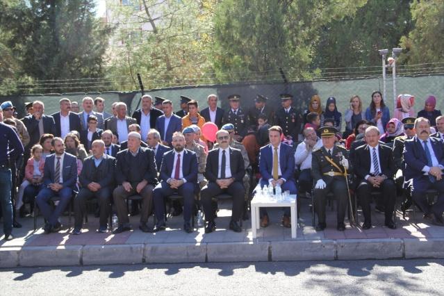 MARDİN (AA) - Midyat ilçesinde 29 Ekim Cumhuriyet Bayramı dolayısıyla tören düzenlendi.