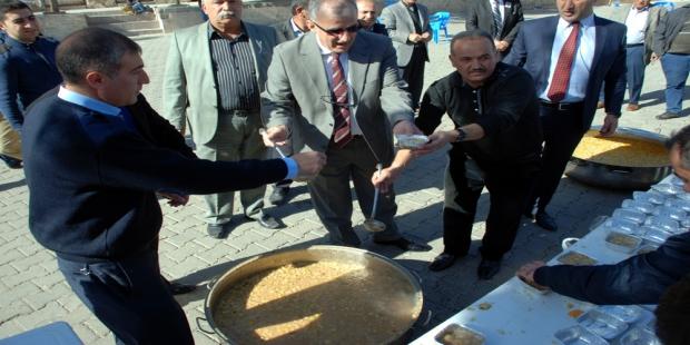 Midyat Belediyesi Muharrem Ayı Dolayısıyla Vatandaşlara Aşure Dağıttı.