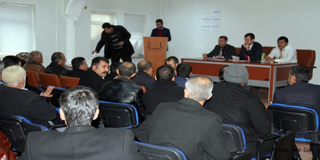 Midyat' ta Sosyal Yardımlaşma ve Dayanışma Vakfı (SYDV)'nin mütevelli heyetinde yer alacak muhtarlar seçildi.