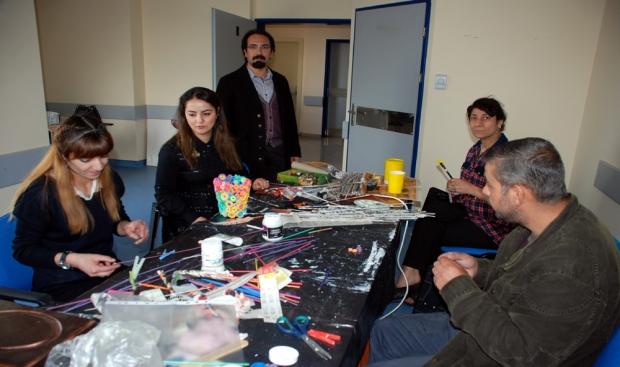 Midyatta Psikiyatri Hastalarına Resim ve El Beceri Terapisi