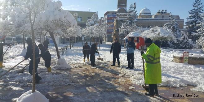 Midyat Belediyesinden Cadde Ve Sokaklarda Kar Temizliği