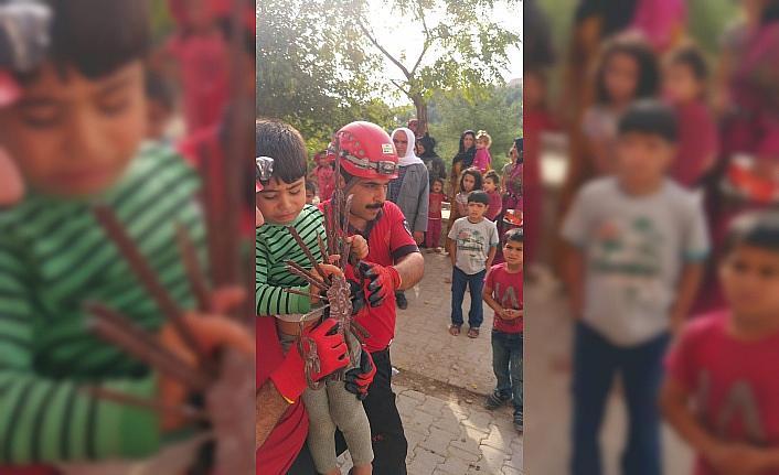 Şanlıurfa'da eli korkuluğa saplanan çocuk kurtarıldı