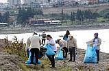 Aras Kargo çalışanları, 2,5 ton atığın denize karışmasını önledi