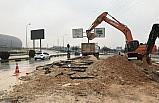 Gaziantep'te çöken yoldaki araçlar çukura düştü