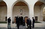 Kilis'te terör saldırısında zarar gören tarihi cami ibadete açıldı