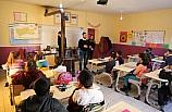 Kırsal mahallede okuyan öğrencilere kenti tanıtıyorlar