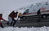 Siirt'te ekipler mahsur kalan iki hasta için seferber oldu