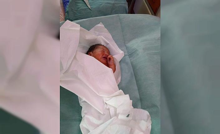Çuval içerisinde yeni doğmuş bebek bulundu
