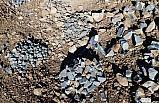 Arnavut kaldırımı taşlarına elleriyle şekil veriyorlar
