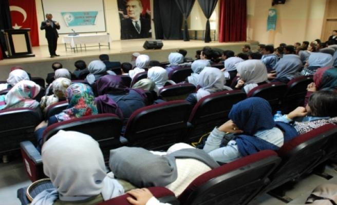 Midyat Secde Derneği tarafından, 'İslami şahsiyet ve akademik başarı' konulu konferans düzenlendi.