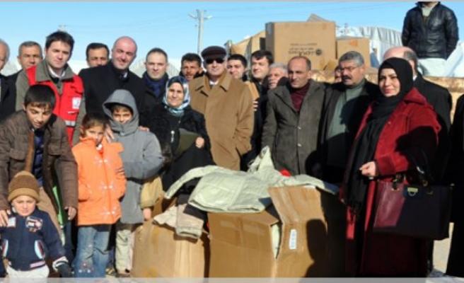 Midyat Çadır Kentte Bulunan Sığınmacılara Yardım Yapıldı