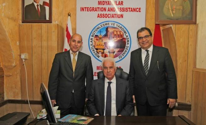 Cumhurbaşkanı Derviş Eroğlu Midyatlılar Derneğini Ziyaret Etti