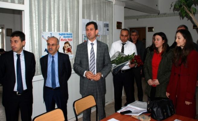 Midyat'ta Göreve Başlayan 163 Öğretmen Güllerle Karşılandı