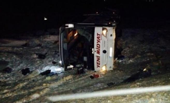 Midyat'a Ait Yolcu Otobüsü Devrildi: 1 Ölü, 38 Yaralı