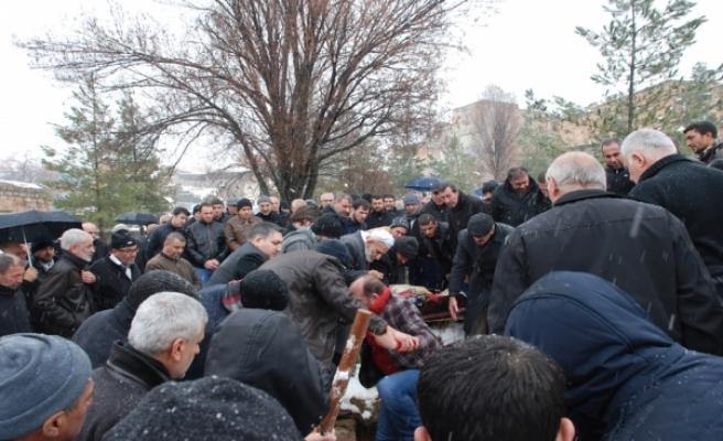 Otobüs Kazasında Hayatını Kaybeden Şükran Yücel Peköz, Midyat'ta Toprağa Verildi