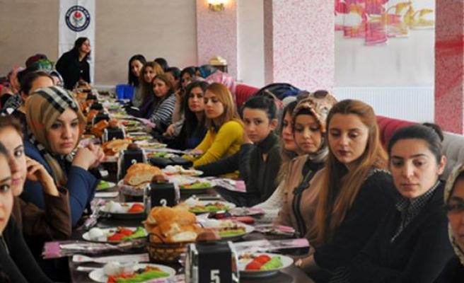 Midyat Eğitim Bir Sen, Kadın Üyelerini Kahvaltıda Buluşturdu