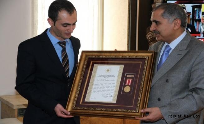 Midyat'ta Görev Yapan Gazi Polise Devlet Övünç Madalyası