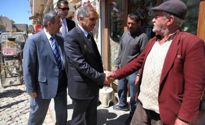 Mardin Valisi Ömer Faruk Koçak Esnaf ziyaretlerini sürdürüyor.