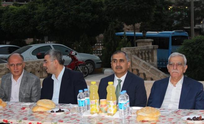 Eş Başkan Türk iftar yemeğine katıldı