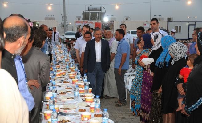 Vali Koçak Derik Barınma Merkezi'nde Sığınmacılarla Buluştu