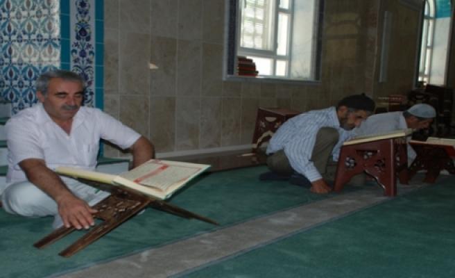 Midyat'ta itikâf ibadeti için camiye kapandılar