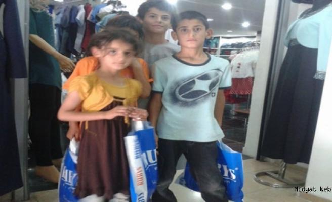 MİSEYDER'den 115 çocuğa bayramlık kıyafet yardımı