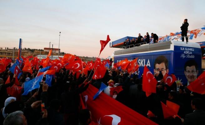 Başbakan Davutoğlu Mardin Midyat'ta halka hitap etti