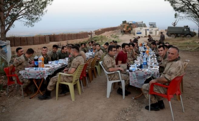 Afrin kahramanlarıyla Burseya'da iftar