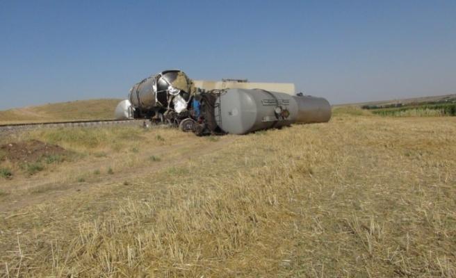 Diyarbakır'da yük treni raydan çıktı