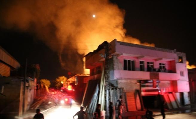 GÜNCELLEME - Şanlıurfa'da Oduncu Pazarı'nda yangın