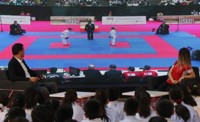 Dünya şampiyonu karateci, Diyarbakırlı sporcularla buluştu