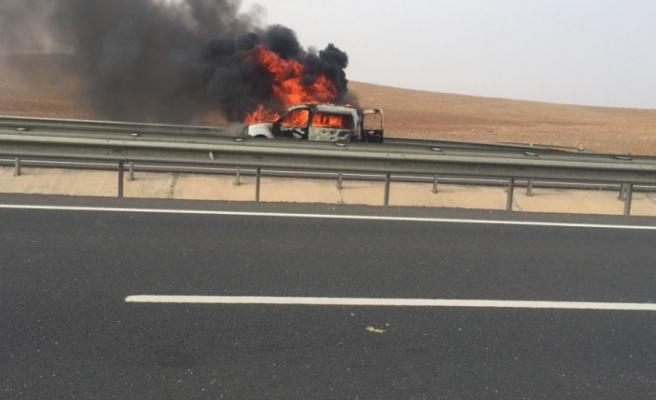 Şanlıurfa'da araç yandı