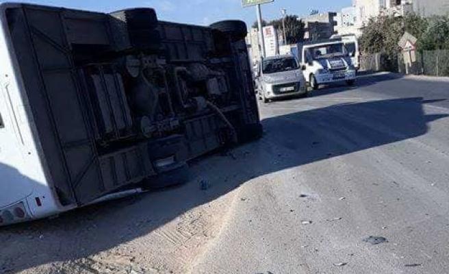 Şanlıurfa'da polisleri taşıyan otobüs devrildi: 10 yaralı