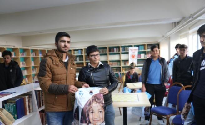 Adıyaman'da bir grup öğrenci yetimleri sevindirdi