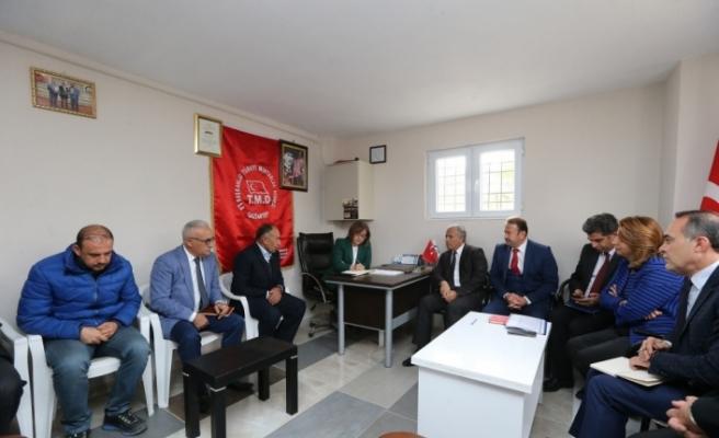 Büyükşehir Belediye Başkanı Şahin'in mahalle gezileri sürüyor