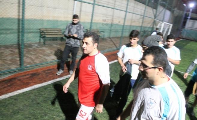 Gercüş Belediye Başkan Vekili Şekerci, gençlerle futbol oynadı