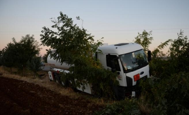 Kamyon radar aracına çarptı: 1 polis yaralı