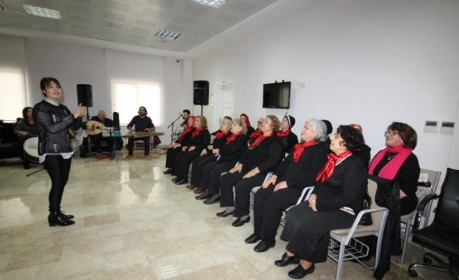 Yaşlı hastalara moral konseri