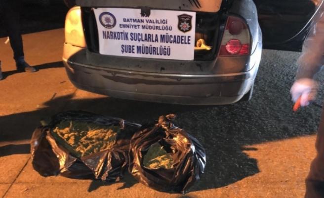 Terk edilmiş otomobilde uyuşturucu ele geçirildi