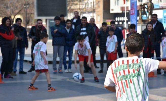 Diyarbakır'da meydanda çift kale maç