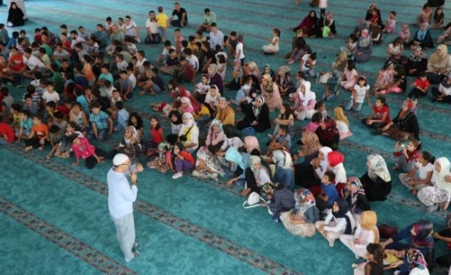 Çocuklar ve ailelerini camide buluşturan etkinlik