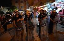Taciz şüphelisini linçten polis kurtardı