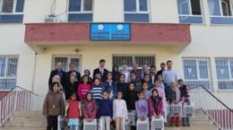 Midyat'ta Başarılı Öğrencilere Eşofman Dağıtıldı