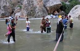Kanyon'da Mahsur Kalan Piknikçilerin Yardımına İtfaiye Ve Jandarma Koştu