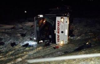 Midyat'a Ait Yolcu Otobüsü Devrildi: 1 Ölü, 38...