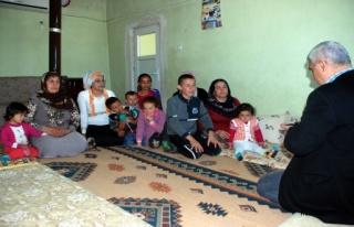 Midyat'ta 3 Odalı Evde 3 Aile Biri Özürlü 15 Kişi...