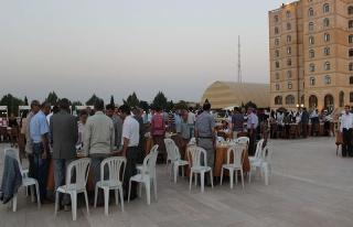 Büyükşehir ve MEYADER Midyat'ta ailelere iftar...