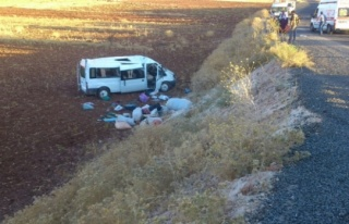 Midyat'ta Minibüs Devrildi: 17 Yaralı
