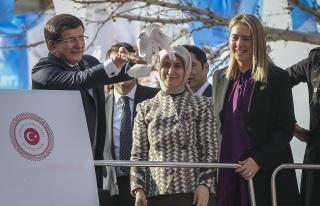 Başbakan Davutoğlu, Yeşilli İlçesi vatandaşlara...