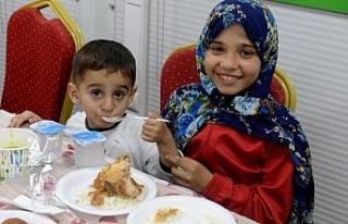 Suriyeli yetimler iftarda buluştu
